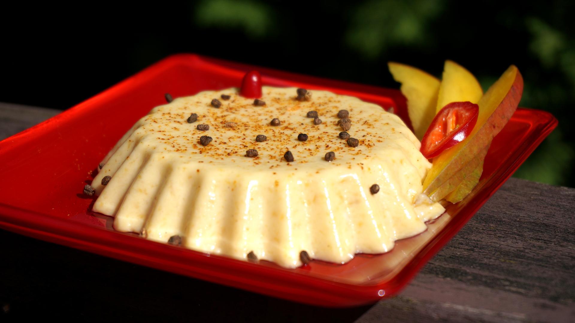 Sūrio ir mangų desertas